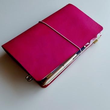 Bullet journaling in a traveler's notebook setup // www.prettyprintsandpaper.com